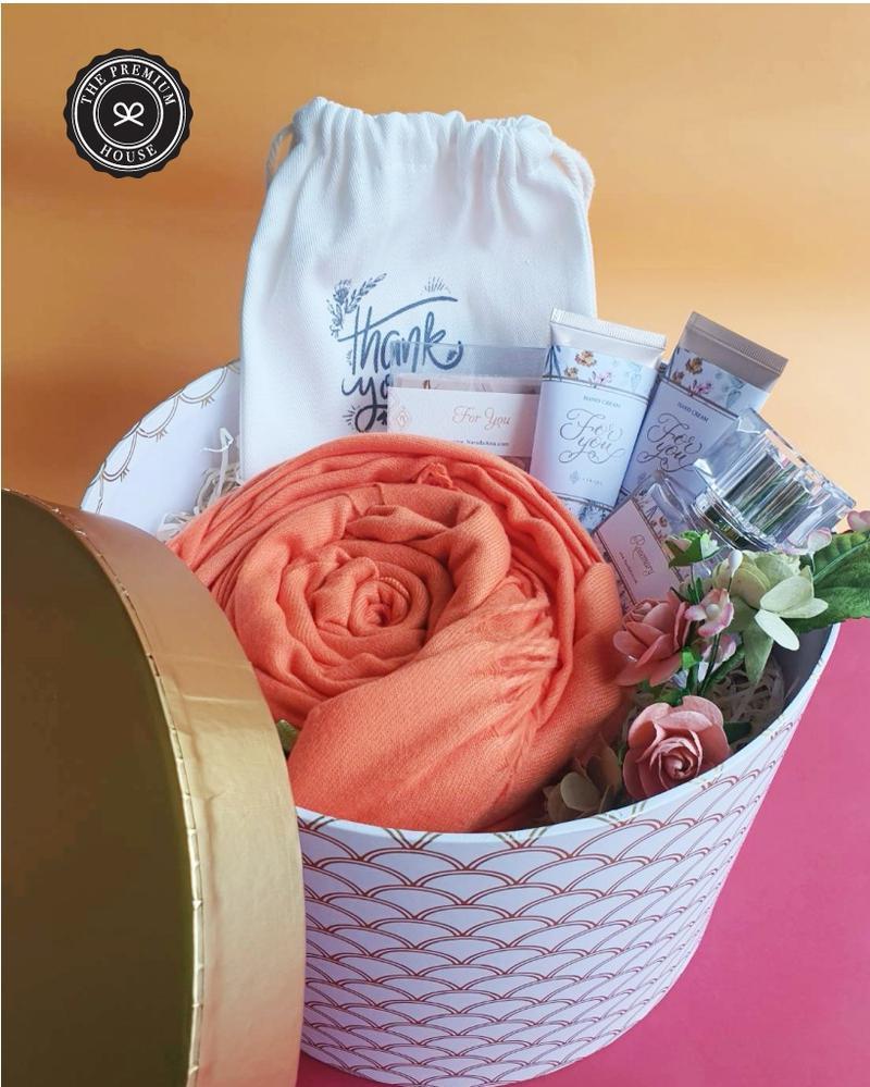 ผ้าแคชเมียร์ + Hand Cream + น้ำหอม + สบู่  ถุง กล่อง L 9x6.5