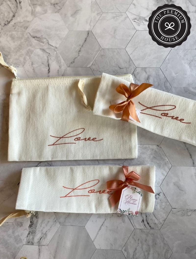 กระเป๋าซิป ขนาด 8 x 5 cm ลาย Love